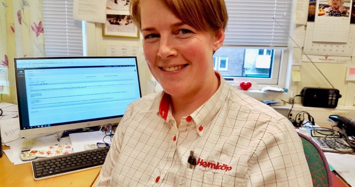 Sara Andersson är Personalansvarig på Hemköp och har hand om personalens tid- och lönerapportering.